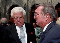 Emile Genest<br />  (G) a des Funerailles non-identifié reliée a radio canada, date inconnue (entre 1994 et 2004)