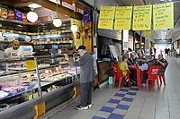 - Milano, mercato comunale di piazza Ferrara, quartiere Corvetto<br /> <br /> - Milan, municipal market of Ferrara square, Corvetto district