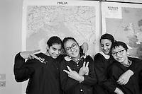a Como, proposte formative per gli stranieri. scuola media e elementare di Rebbio, con alunni di 29 nazionalità