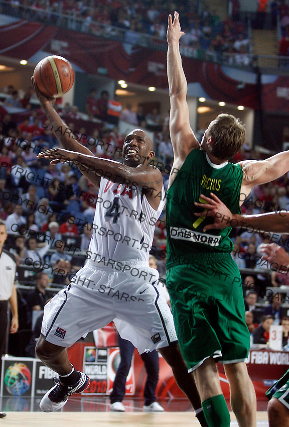 Chauncey BILLUPS (USA) passes Martynas POCIUS (Lithuania)  during the semi-final World championship basketball match against Lithuania in Istanbul, USA-Lithuania, Turkey on Saturday, Sep. 11, 2010. (Novak Djurovic/Starsportphoto.com) .