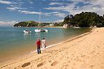 New Zealand, South Island, Nelson region: Kaiteriteri beach and Little Kaiteriteri beach at background | Neuseeland, Suedinsel, Region Nelson: Kaiteriteri Beach und Little Kaiteriteri Beach im Hintergrund