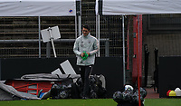 Training wird vorbereitet <br /> - 05.10.2020: Training der Deutschen Nationalmannschaft, Suedstadion Koeln<br /> DISCLAIMER: DFB regulations prohibit any use of photographs as image sequences and/or quasi-video.
