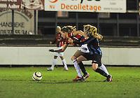 Club Brugge Vrouwen - PSV Eindhoven :<br /> <br /> Silke Demeyere (R) probeert Mirte Roelvink (R) af te stoppen<br /> <br /> <br /> foto Dirk Vuylsteke / Nikonpro.be