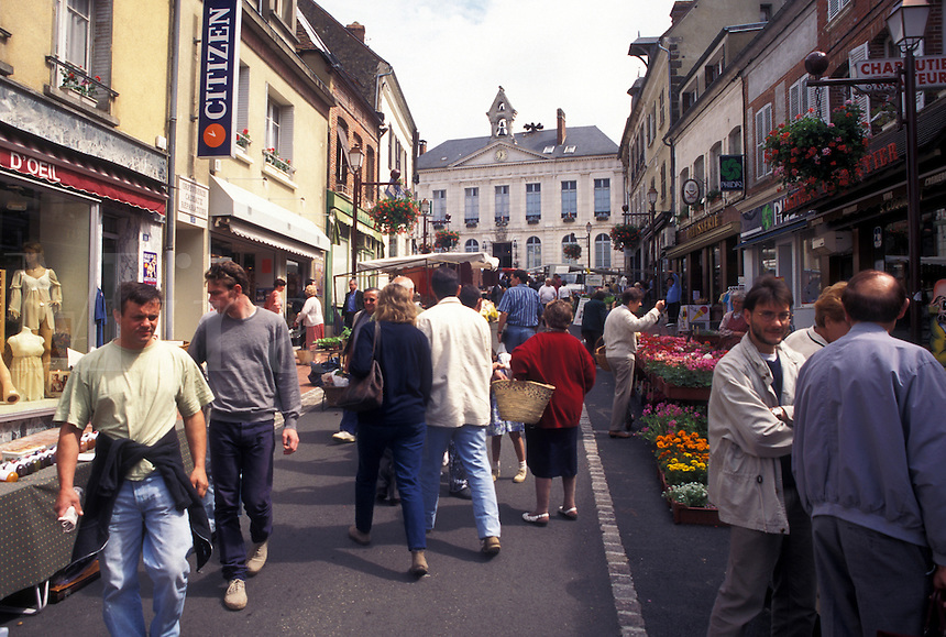 outdoor market, Burgundy, France, Toucy, Yonne, Bourgogne, Europe, Market Day in downtown Toucy in the region of Burgundy.