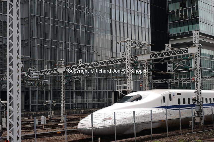 N700 Sanyo Shinkansen is departing from Tokyo station.
