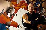 Milano 1994, Emilio Tadini posa davanti a una sua opera. Emilio Tadini posing in front of his work. © Fulvia Farassino
