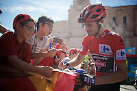Tom Dumoulin (NLD/Giant-Alpecin) making some kids happy<br /> <br /> stage 19: Medina del Campo - Avila (186km)<br /> 2015 Vuelta à Espana