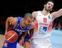 Spain's Pau Ribas (R) vies with France's Tony Parker (L) during European championship semi-final basketball match between France and Spain on September 17, 2015 in Lille, France  (credit image & photo: Pedja Milosavljevic / STARSPORT)