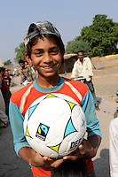 "Südasien Asien Indien IND Madhya Pradesh , Junge mit fairtrade Fussball in einem Dorf - fairer Handel | .South Asia India Madhya Pradesh , boy with fairtrade football in village - fair trade.| [ copyright (c) Joerg Boethling / agenda , Veroeffentlichung nur gegen Honorar und Belegexemplar an / publication only with royalties and copy to:  agenda PG   Rothestr. 66   Germany D-22765 Hamburg   ph. ++49 40 391 907 14   e-mail: boethling@agenda-fototext.de   www.agenda-fototext.de   Bank: Hamburger Sparkasse  BLZ 200 505 50  Kto. 1281 120 178   IBAN: DE96 2005 0550 1281 1201 78   BIC: ""HASPDEHH"" ,  WEITERE MOTIVE ZU DIESEM THEMA SIND VORHANDEN!! MORE PICTURES ON THIS SUBJECT AVAILABLE!! INDIA PHOTO ARCHIVE: http://www.visualindia.net ] [#0,26,121#]"