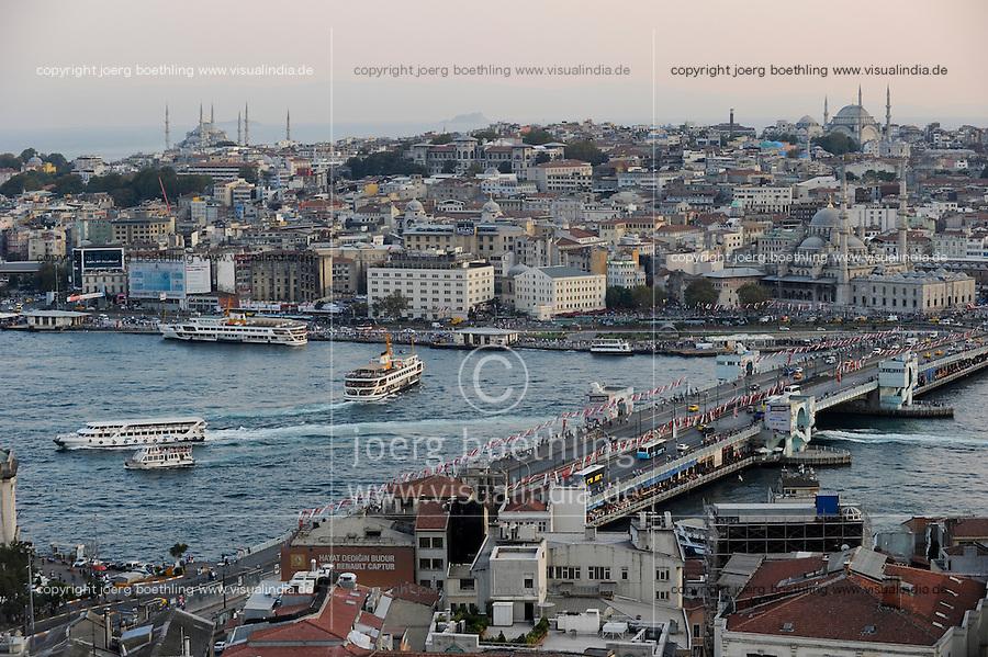 TURKEY Istanbul, view to Golden Horn, Galata bridge and Eminönü /  TUERKEI Istanbul,Galata Bruecke, Goldenes Horn