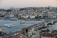 TURKEY Istanbul, view to Golden Horn, Galata bridge and Eminönü /  TUERKEI Istanbul,Galata Bruecke, Goldenes Horn