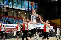 06-03-2021: Basketbal: Donar Groningen v ZZ Feyenoord: Groningen rebound Donar speler Willem Brandwijk