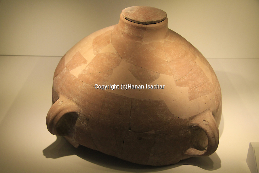 """Israel, Jerusalem, storage jar with stamped handles """"Belonging to the King, sokhoh"""" and """"Belonging to Meshullam son of Ahimelech"""" from Lachish, 8th century BC, at the Israel Museum"""