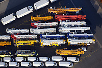 Hamburger Hafen Uni Kai High & Heavy-Gueter: EUROPA, DEUTSCHLAND, HAMBURG,  (EUROPE, GERMANY), 31.12.2013: Hamburger Hafen Uni Kai High & Heavy-Gueter, Export von Spezialfahrzeugen