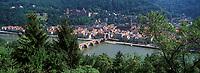 Europe/Allemagne/Bade-Wurtemberg/Heidelberg: la ville, le Château, la vallée du Neckar et le vieux pont Karl-Théodore Brücke vus depuis le Chemin des Philosophes