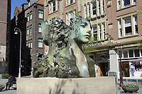 Nederland - Amsterdam - 2021. Fontein op het Rokin. Kunstwerk van Frank Manders.  Foto : ANP/ Hollandse Hoogte / Berlinda van Dam