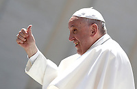 Papa Francesco saluta i fedeli al termine dell'udienza generale del mercoledi' in Piazza San Pietro, Citta' del Vaticano, 3 maggio, 2017.<br /> Pope Francis greets faithful at the end of his weekly general audience in St. Peter's Square at the Vatican, on May 3, 2017.<br /> UPDATE IMAGES PRESS/Isabella Bonotto<br /> <br /> STRICTLY ONLY FOR EDITORIAL USE