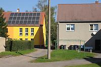 Ein Haus mit Solaranlagen Modenisiert Leipziger Südraum Neuseenland.  Ort Kahnsdorf am Hainer See. Photo: Nöbel-Heise