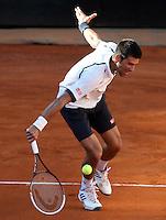 Il serbo Novak Djokovic in azione durante gli Internazionali d'Italia di tennis a Roma, 14 Maggio 2013..Serbia's Novak Djokovic in action during the Italian Open Tennis tournament ATP Master 1000 in Rome, 14 May 2013.UPDATE IMAGES PRESS/Riccardo De Luca..