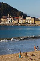 Europe/Espagne/Guipuscoa/Pays Basque/Saint-Sébastien: Plage de la Concha en fond la vieille ville
