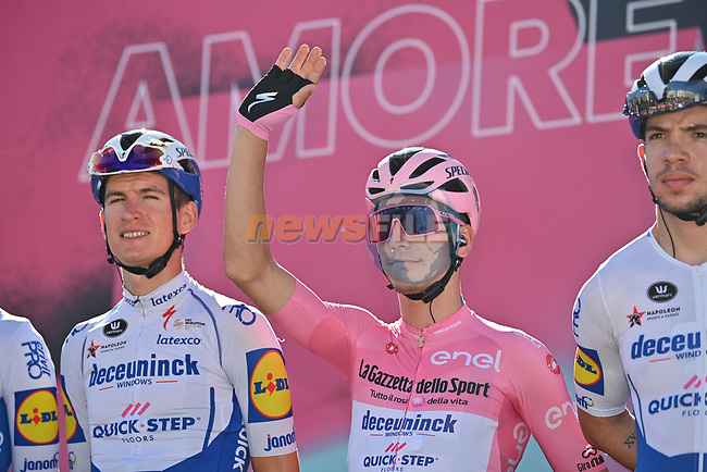 Race leader Maglia Rosa Joao Almeida (POR) Deceuninck-Quick Step at sign on before the start of Stage 8 of the 103rd edition of the Giro d'Italia 2020 running 200km from Giovinazzo to Vieste, Sicily, Italy. 10th October 2020.  <br /> Picture: LaPresse/Massimo Paolone | Cyclefile<br /> <br /> All photos usage must carry mandatory copyright credit (© Cyclefile | LaPresse/Massimo Paolone)