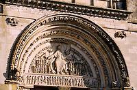 Europe/France/89/Yonne/Vézelay: Basilique Ste Madeleine - Détail du portail central de la façade