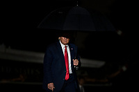 U.S. President Donald Trump enters the White House after returning from a campaign rally on September 25, 2020 in Washington, D.C.-Trump campaigned in Newport News, Virginia before returning to the White House.  <br /> CAP/MPI/RS<br /> ©RS/MPI/Capital Pictures