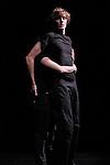 REZO....Choregraphie : Sylvie Pabiot..Compagnie : Wejna..Lumiere : Pierre Court..Avec :..Alexandre Da Silva, Laurent Gibeaux, Martin Grandperret, Nikola Krizkova, Sarah Pellerin..Lieu : Centre National de la Danse..Ville : Pantin..Le : 01 12 2009..© Laurent PAILLIER / photosdedanse.com..All rights reserved