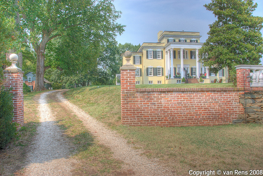 Established in the early 19th century by George Carter, Oatlands was a thriving wheat plantation and base for numerous business enterprises until the time of the Civil War.
