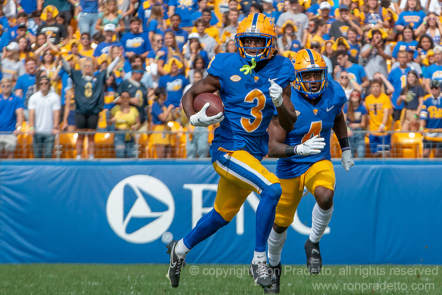 Pitt wide receiver Jordan Addison (3) makes a 47-yard touchdown reception. The Pitt Panthers defeated the New Hampshire Wildcats 77-7 at Heinz Field, Pittsburgh, Pennsylvania on September 25, 2021.