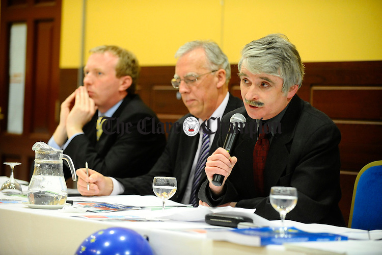 Minister of Defence Willie O'Dea speaking on the Lisbon Treaty issue at the West County Hotel flanked by Timmy Dooley T.D. and Minister Tony Killeen.  Photograph by John Kelly.