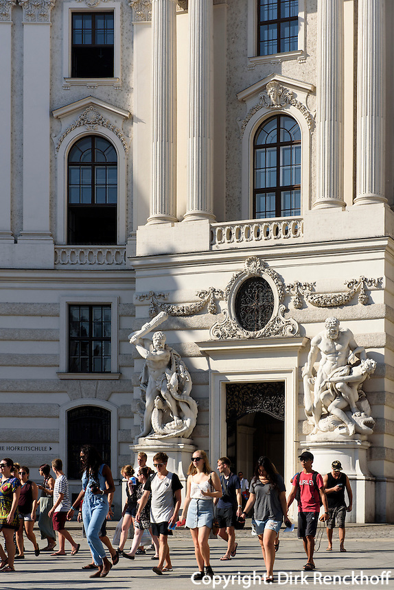 Alte Hofburg, Tor zum Michaeler Platz, Wien, Österreich, UNESCO-Weltkulturerbe<br /> Old Hofburg, gate to Michaeler Platz, Vienna, Austria, world heritage