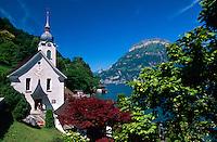 Kirche in Bauen am Urner See, Teil des Vierwaldstätter Sees, Schweiz