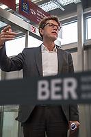 Der Vorsitzende der Geschaeftsführung der Flughafen Berlin Brandenburg GmbH, Prof. Dr.-Ing. Engelbert Luetke Daldrup (im Bild) stellte am Dienstag den 5. November 2019 der Presse das wiedereroeffnete Terminal 3a an Flughafen Berlin-Schoenefeld vor.<br /> 5.11.2019, Berlin<br /> Copyright: Christian-Ditsch.de<br /> [Inhaltsveraendernde Manipulation des Fotos nur nach ausdruecklicher Genehmigung des Fotografen. Vereinbarungen ueber Abtretung von Persoenlichkeitsrechten/Model Release der abgebildeten Person/Personen liegen nicht vor. NO MODEL RELEASE! Nur fuer Redaktionelle Zwecke. Don't publish without copyright Christian-Ditsch.de, Veroeffentlichung nur mit Fotografennennung, sowie gegen Honorar, MwSt. und Beleg. Konto: I N G - D i B a, IBAN DE58500105175400192269, BIC INGDDEFFXXX, Kontakt: post@christian-ditsch.de<br /> Bei der Bearbeitung der Dateiinformationen darf die Urheberkennzeichnung in den EXIF- und  IPTC-Daten nicht entfernt werden, diese sind in digitalen Medien nach §95c UrhG rechtlich geschuetzt. Der Urhebervermerk wird gemaess §13 UrhG verlangt.]