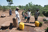 Africa, DRC, Democratic Republic of the Congo, S. Kivu, Katana. Women for Women project. Children fetching water.