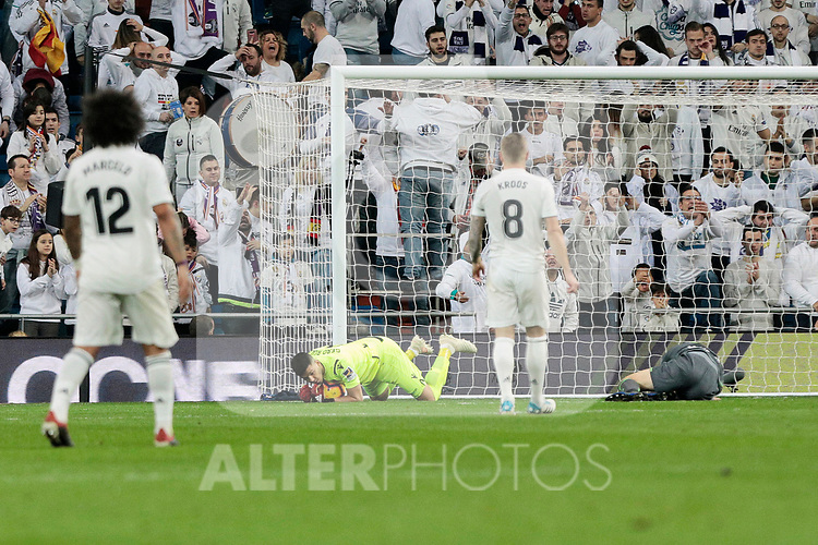 Real Madrid's Toni Kroos and Real Sociedad's Geronimo Rulli during La Liga match between Real Madrid and Real Sociedad at Santiago Bernabeu Stadium in Madrid, Spain. January 06, 2019. (ALTERPHOTOS/A. Perez Meca)<br />  (ALTERPHOTOS/A. Perez Meca)