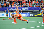 The Hague, Netherlands, June 14: Maartje Paumen #17 of The Netherlands tries to score a penalty corner during the field hockey gold medal match (Women) between Australia and The Netherlands on June 14, 2014 during the World Cup 2014 at Kyocera Stadium in The Hague, Netherlands. Final score 2-0 (2-0)  (Photo by Dirk Markgraf / www.265-images.com) *** Local caption ***