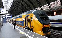 Nederland  Amsterdam 14 december 2020.   Trein op Centraal Station.  Foto : ANP/ HH / Berlinda van Dam