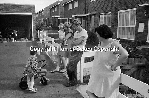 1970s UK families, chatting, outside their homes, making friends, getting to know each other, 1977 new housing development England. Milton Keynes Buckinghamshire.