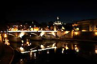 Roma 22/8/2004 <br /> il fiume Tevere e San Pietro. Foto Andrea Staccioli Insidefoto
