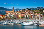 Frankreich, Provence-Alpes-Côte d'Azur, Menton: Altstadt mit Basilika Saint-Michel-Archange und Hafen | France, Provence-Alpes-Côte d'Azur, Menton: View over old town with Basilica Saint-Michel-Archange and port