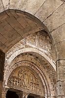 Europe/Europe/France/Midi-Pyrénées/46/Lot/Carennac: Porte fortifiée et portail sculpté de l'église Saint-Pierre - Plus Beaux Villages de France