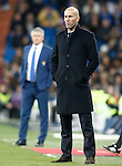 Real Madrid's coach Zinedine Zidane (r) and UD Las Palmas' coach Paco Herrera during La Liga match. March 1,2017. (ALTERPHOTOS/Acero)