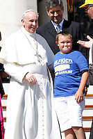 Papa Francesco saluta un bambino al termine dell'udienza generale del mercoledi' in Piazza San Pietro, Citta' del Vaticano, 4 settembre 2013.<br /> Pope Francis greets a child at the end of his weekly general audience in St. Peter's Square at the Vatican, 4 September 2013.<br /> UPDATE IMAGES PRESS/Isabella Bonotto<br /> <br /> STRICTLY ONLY FOR EDITORIAL USE