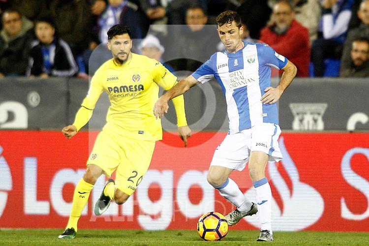 CD Leganes' Alberto Martin (r) and Villarreal CF's Roberto Soriano during La Liga match. December 3,2016. (ALTERPHOTOS/Acero)