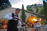 Europe/France/Languedoc-Roussillon/66/Pyrénées-Orientales/Molitg-les-Bains: Château de Riell - Service du vin [Non destiné à un usage publicitaire - Not intended for an advertising use]