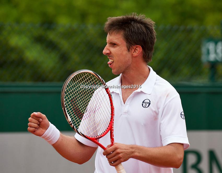 Paris, France, 22 june, 2016, Tennis, Roland Garros, Igor Sijsling (NED) wins first round match and celebrates<br /> Photo: Henk Koster/tennisimages.com