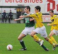 SC Wielsbeke - KM Torhout..duel tussen Jens Noppe (links) en Dries Bernaert (rechts)..foto VDB / BART VANDENBROUCKE