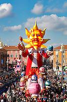 Nice le 19 Fevrier 2107 Place Massena unique sotie du Corso Carnavalesque Parada Nissarda de jour Le Roi Soleil