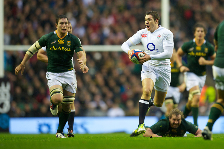 Alex Goode of England looks for support during the QBE Autumn International match between England and South Africa at Twickenham on Saturday 24 November 2012 (Photo by Rob Munro)